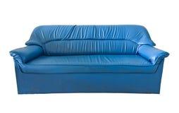 蓝色皮革老沙发 免版税库存照片