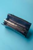蓝色皮革钱包 库存照片