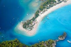 蓝色盐水湖惊人的鸟瞰图在Oludeniz 免版税库存图片