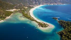 蓝色盐水湖空中全景在Oludeniz,土耳其 库存照片