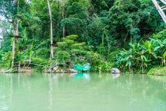蓝色盐水湖老挝vang vieng 图库摄影