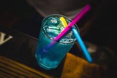 蓝色盐水湖夏天鸡尾酒 免版税库存图片