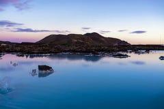 蓝色盐水湖40的° c自然温泉城 库存图片