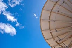 蓝色盘卫星天空 免版税库存图片