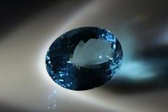蓝色目录表单宝石卵形黄玉可用的vhq形象化 库存照片
