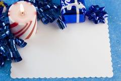 蓝色看板卡圣诞节装饰 免版税库存图片