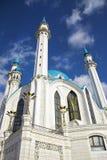 蓝色砖圆顶清真寺白色 库存图片