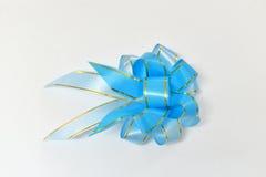 蓝色礼品丝带 库存图片