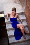 蓝色礼服的妇女 免版税库存照片