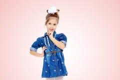 蓝色礼服的小女孩 免版税库存图片