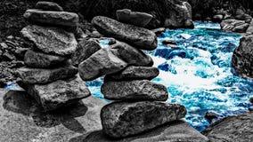蓝色秀丽在河 免版税图库摄影
