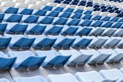 蓝色空座位体育场 免版税图库摄影