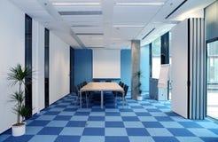 蓝色空的办公室白色 免版税库存照片
