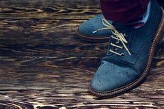 蓝色穿上鞋子绒面革 免版税库存图片