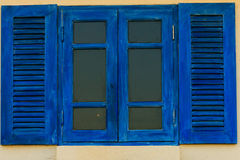 蓝色窗口在曼谷泰国 免版税库存照片