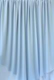 蓝色窗帘织品灰色 库存图片
