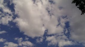 蓝色精采天空 库存图片