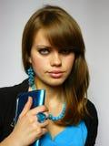 蓝色精采棕色毛发的妇女 免版税库存图片