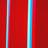 蓝色红色在englan伦敦栏杆钢和backg的摘要金属 库存照片