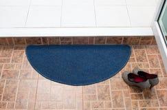 蓝色织品擦鞋垫 库存图片