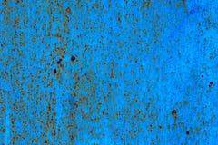 蓝色绘了与铁锈条纹的金属背景创造性、纹理和背景的 图库摄影