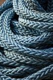 蓝色绳索航行 库存图片