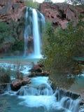 蓝色绿松石瀑布 免版税库存照片