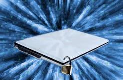 蓝色编码计算机深深层状屏幕 免版税库存照片