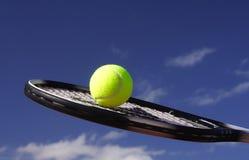蓝色网球 免版税库存照片