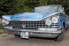 蓝色美国葡萄酒汽车,正面图,别克 图库摄影