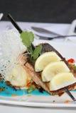 蓝色美食的三文鱼调味汁 免版税库存照片