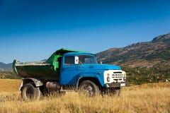 蓝色老卡车 免版税库存照片