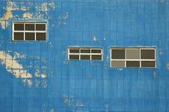 蓝色老墙壁 库存图片