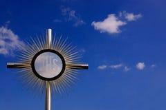 蓝色耶稣受难象圣徒天空 库存照片