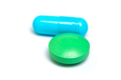 蓝色胶囊绿色药片 免版税库存图片