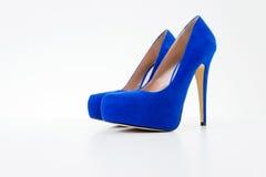 蓝色脚跟高鞋子 库存照片
