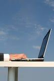 蓝色膝上型计算机天空 库存图片