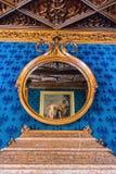 蓝色舞蹈沙龙的艺术性的装饰在Lednice城堡的 免版税库存照片