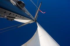 蓝色航行天空白色 免版税库存图片