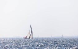 蓝色航行海运游艇 免版税图库摄影