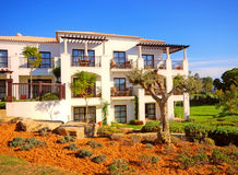 蓝色节假日橄榄色葡萄牙天空别墅 库存照片