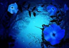 蓝色花卉森林背景 免版税库存照片