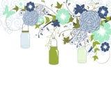 蓝色花和金属螺盖玻璃瓶 库存例证