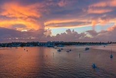 从蓝色苍鹭桥梁的日出在南佛罗里达 免版税图库摄影