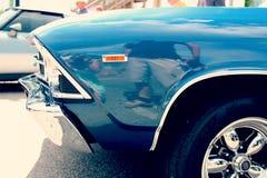 蓝色葡萄酒汽车特写镜头 免版税库存图片