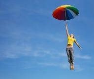 蓝色蓝色五颜六色的飞行女孩伞 库存图片
