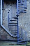 蓝色螺旋形楼梯 库存图片