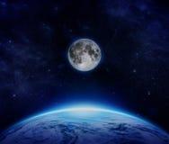 蓝色行星地球、月亮和星从空间在天空 免版税库存图片