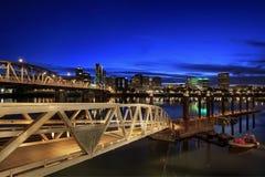 蓝色街市时数波特兰地平线 免版税库存照片