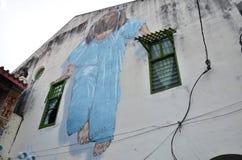 蓝色街道艺术壁画的小女孩由立陶宛艺术家 库存照片